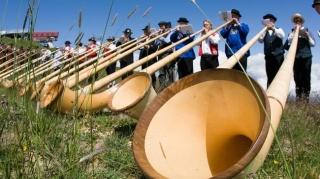 swiss alphorn alpine horns switzerland